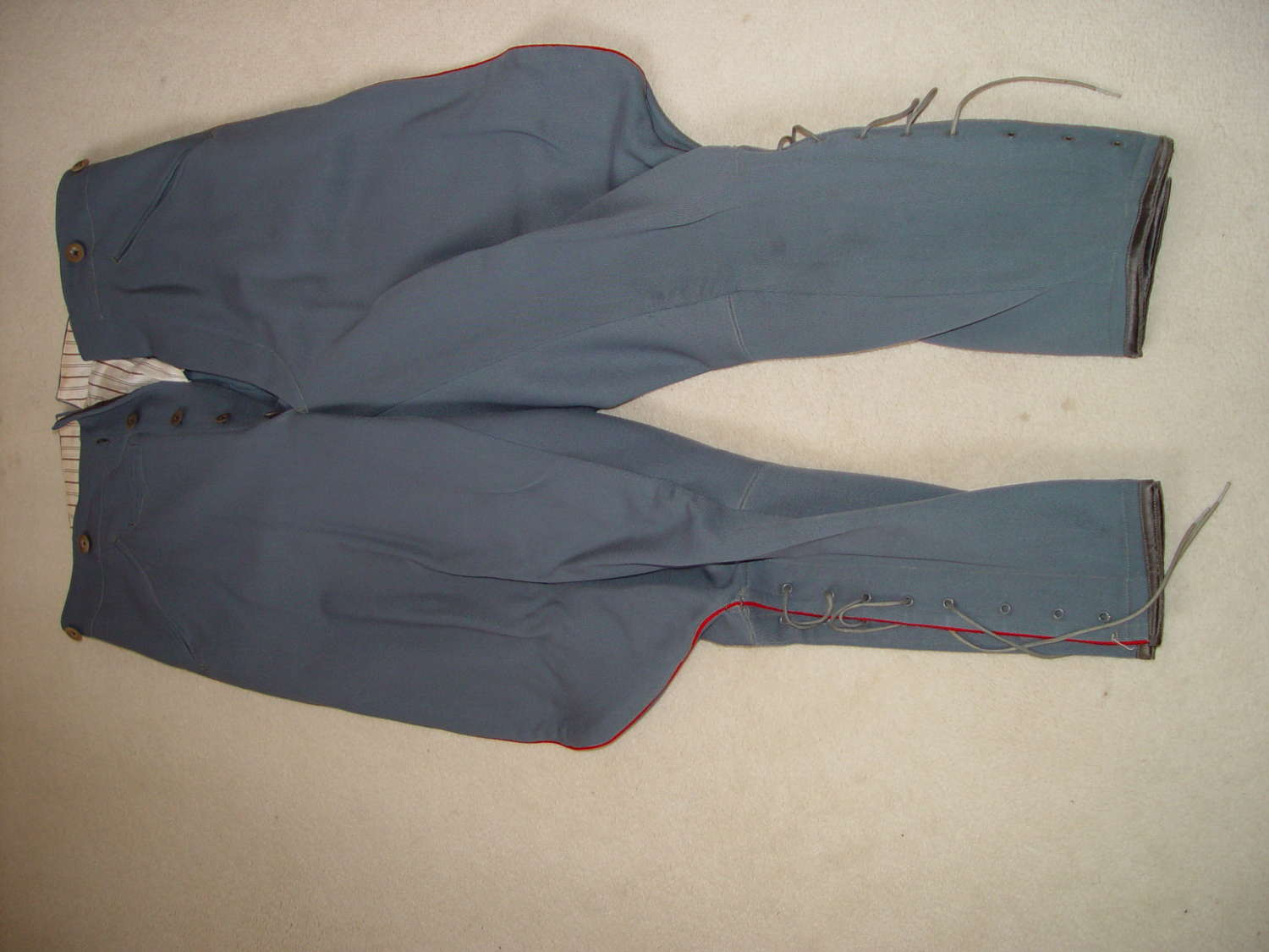 More pictures of the Dutch army officers tunic and trousers