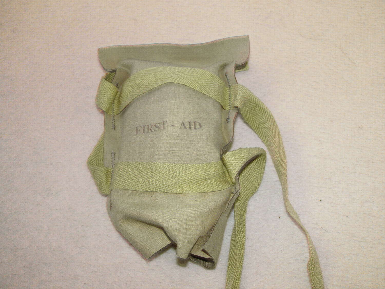 Reproduction US paratroopers first aid pack