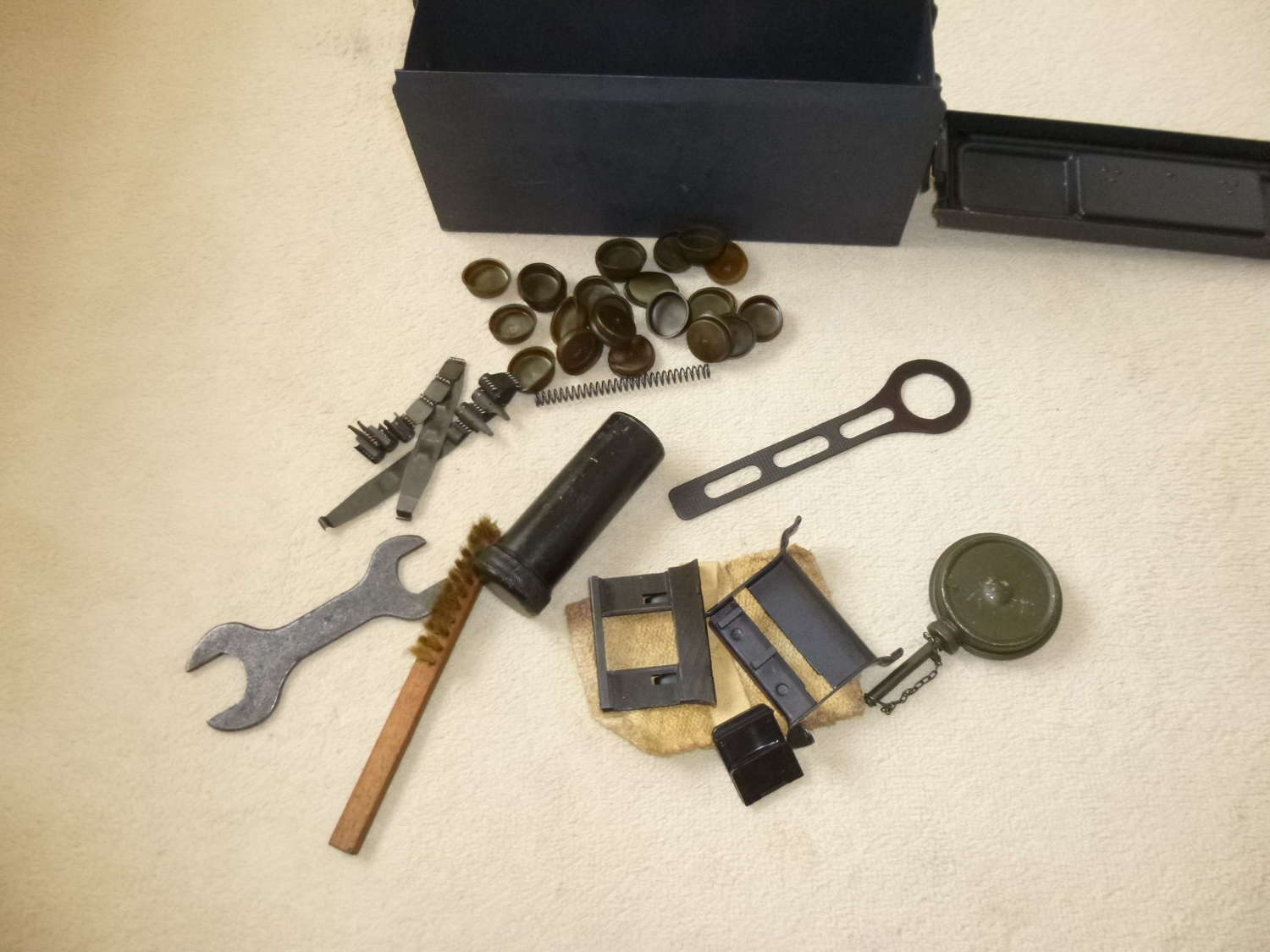 Wehrmacht MG34 E (Ersatzteilen) tin with spare parts and tools