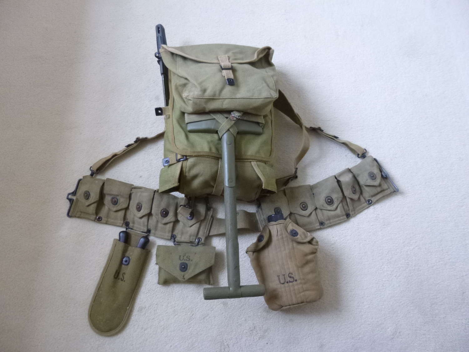 US army infantry equipment set